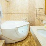Просторная ванная в номерах